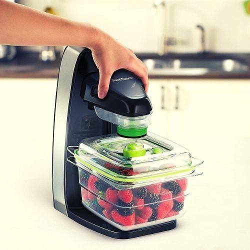 FoodSaver's vacuum sealing containers